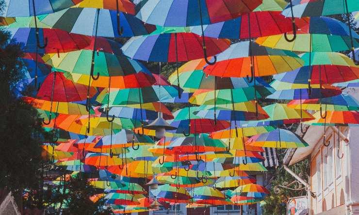 ombrelloni su soffitto
