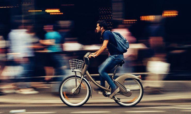 bruciare calorie in bicicletta