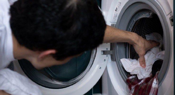 Bucato in lavatrice rimedi per la puzza