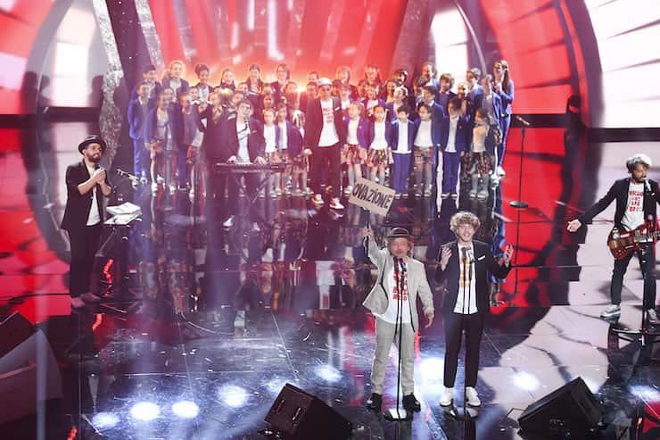 Nuovi corsi a Bologna con il piccolo coro dell'Antoniano (Getty Images)