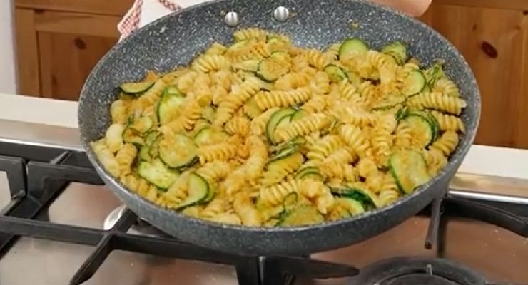Ricetta pasta pane e zucchine
