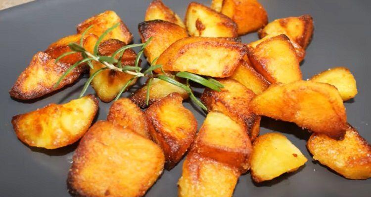 Fare Patate al forno croccanti fuori morbide dentro
