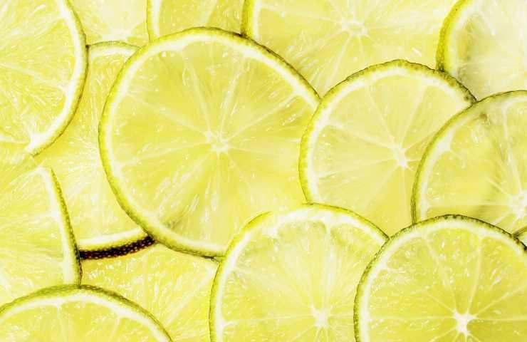 come preparare lo sgrassatore al limone