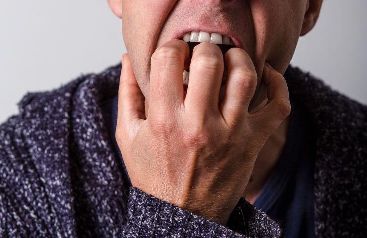 Mangiarsi le unghie cosa rivela di te