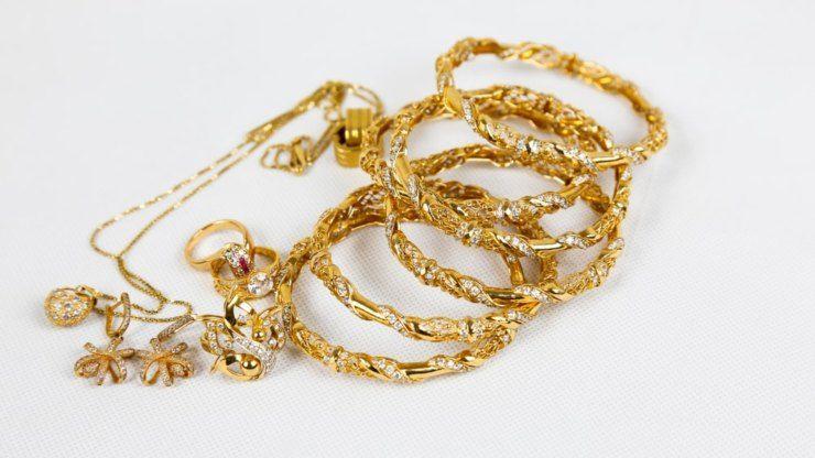 Pulire i gioielli in oro con il bicarbonato di sodio