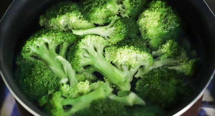 Eliminare puzza di broccoli in cucina