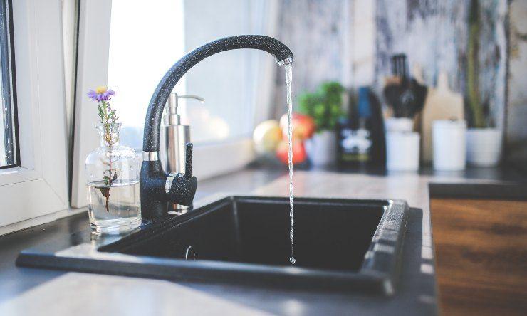 acqua del lavandino