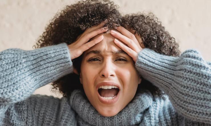 donna affetta da misofonia